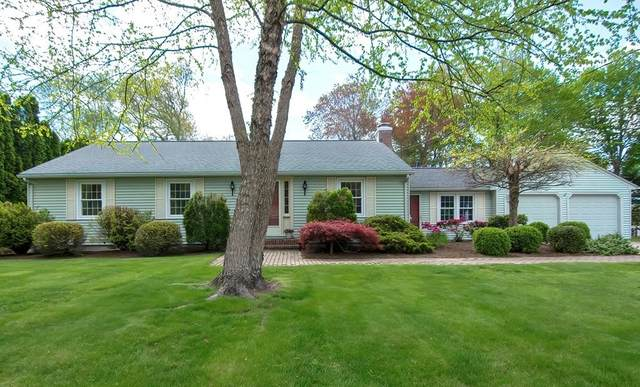 11 Tanglewood Drive, Cumberland, RI 02864 (MLS #72831614) :: Welchman Real Estate Group