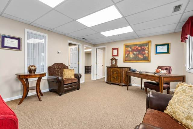 6 Courthouse Ln #10, Chelmsford, MA 01824 (MLS #72871596) :: Kinlin Grover Real Estate