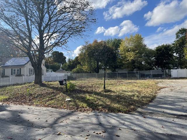 35 Chickering Rd, Lawrence, MA 01843 (MLS #72911650) :: Dot Collection at Access