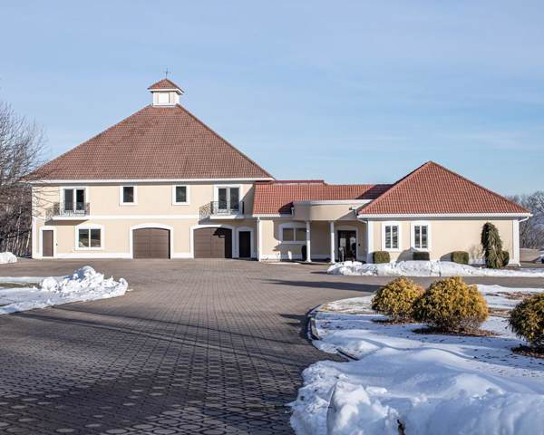 400 Woodland Way, Russell, MA 01071 (MLS #72605060) :: NRG Real Estate Services, Inc.