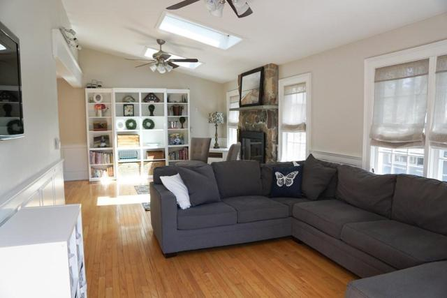 300 Whiting St, Hingham, MA 02043 (MLS #72324864) :: ALANTE Real Estate