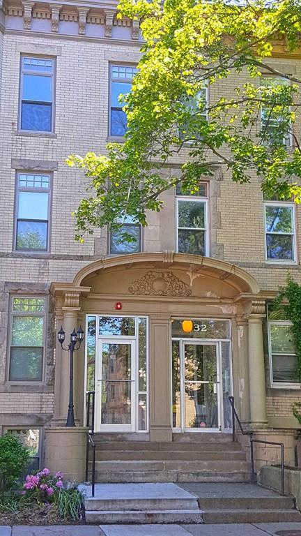 32 Winchester Street #4, Brookline, MA 02446 (MLS #72181372) :: Goodrich Residential