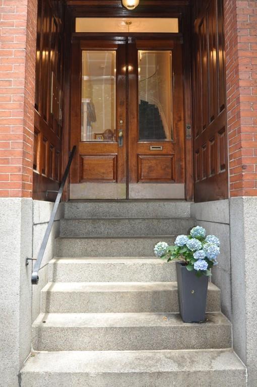 69 Pinckney St #2, Boston, MA 02114 (MLS #72186543) :: Goodrich Residential