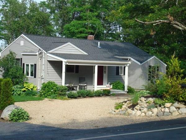 28 Locust St, Middleton, MA 01949 (MLS #72188763) :: Exit Realty