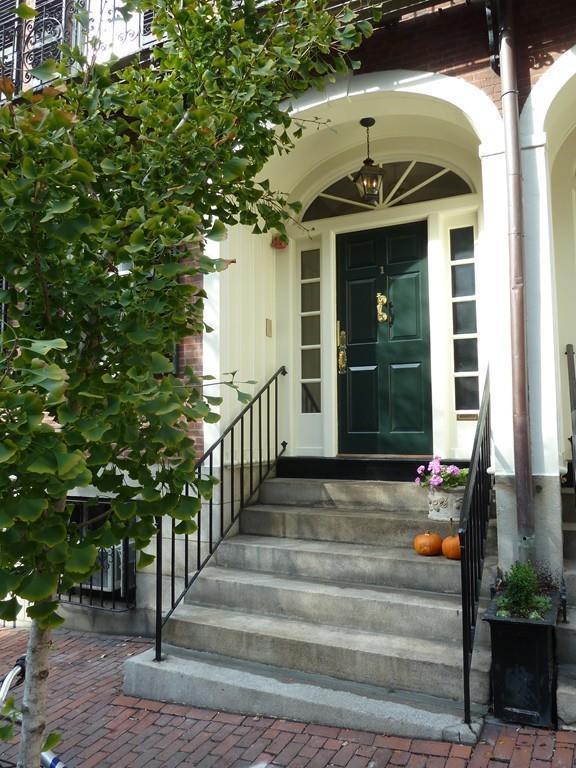 1 Chestnut St 3B, Boston, MA 02108 (MLS #72233204) :: Charlesgate Realty Group
