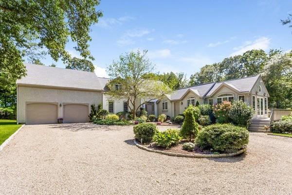 351 Hollidge Hill Ln, Barnstable, MA 02648 (MLS #72234953) :: Goodrich Residential