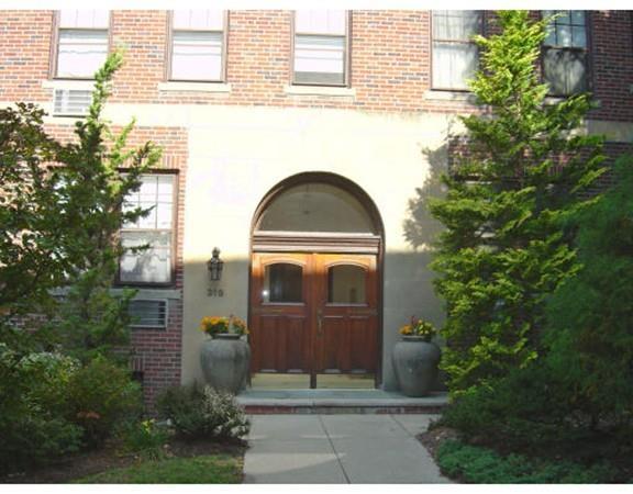 319 Tappan St #1, Brookline, MA 02445 (MLS #72263093) :: Vanguard Realty