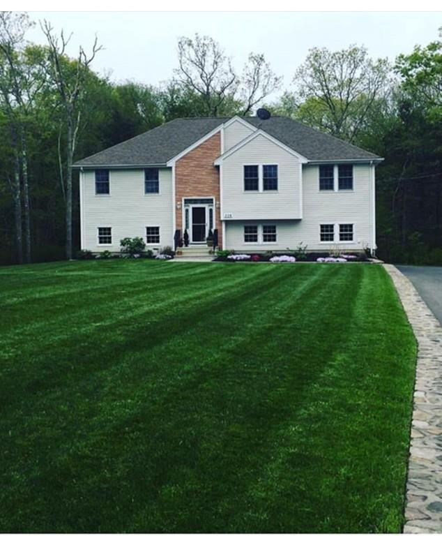 306 Charlotte White Rd, Westport, MA 02790 (MLS #72269394) :: Berkshire Hathaway HomeServices Mel Antonio Real Estate