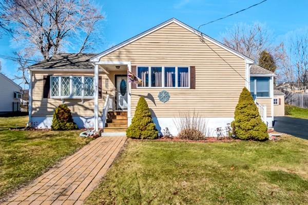 45 Samoset Rd, Woburn, MA 01801 (MLS #72287028) :: Commonwealth Standard Realty Co.