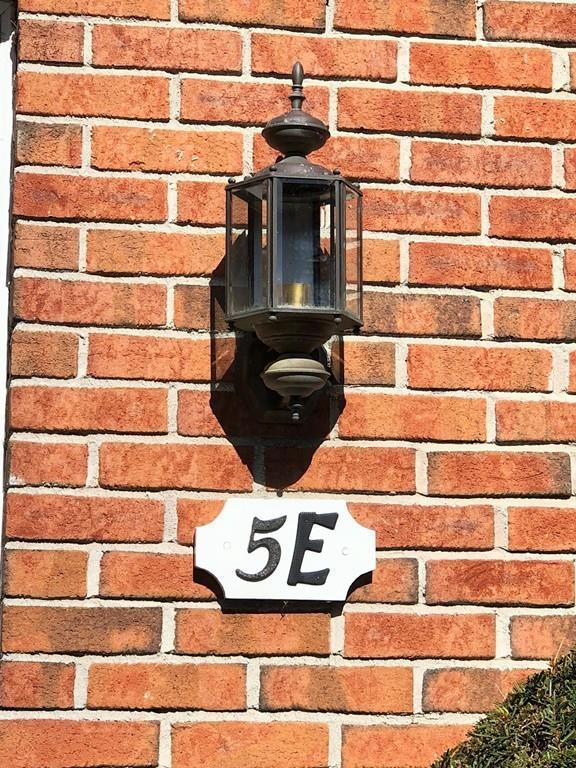 5E Mansion Woods Dr 5E, Agawam, MA 01001 (MLS #72290024) :: NRG Real Estate Services, Inc.