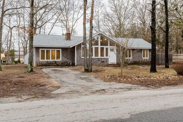 8 Fordham Rd, Falmouth, MA 02536 (MLS #72291282) :: Commonwealth Standard Realty Co.