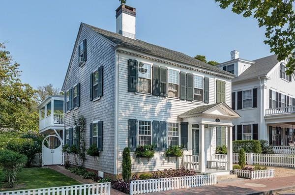 74 N Water St, Edgartown, MA 02539 (MLS #72292949) :: Vanguard Realty