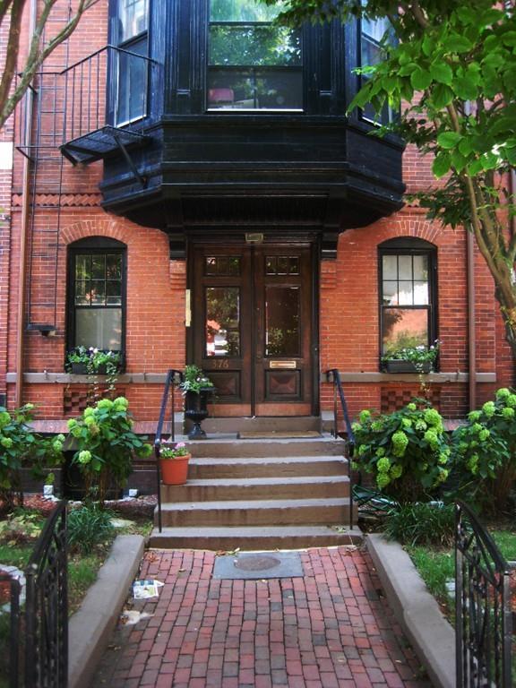 376 Marlborough St #3, Boston, MA 02115 (MLS #72293616) :: Westcott Properties