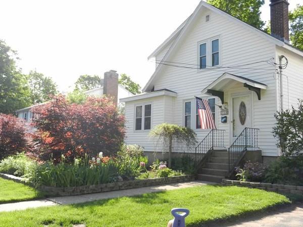 4 Bradford Ave, Foxboro, MA 02035 (MLS #72296459) :: ALANTE Real Estate
