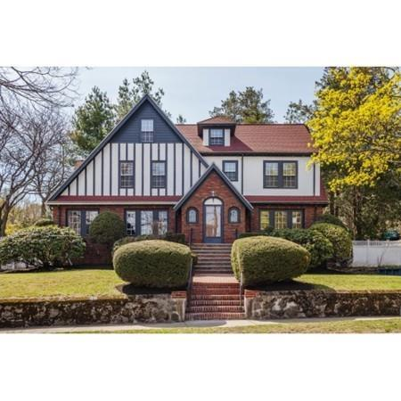 4 Wollaston Ave, Arlington, MA 02476 (MLS #72320069) :: The Muncey Group