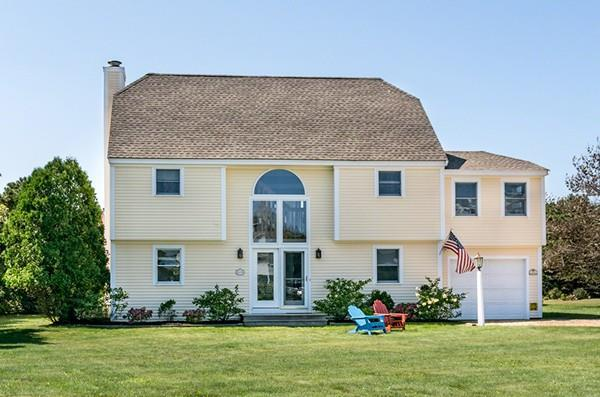 4 Plains Head Ln, Edgartown, MA 02539 (MLS #72324797) :: Lauren Holleran & Team