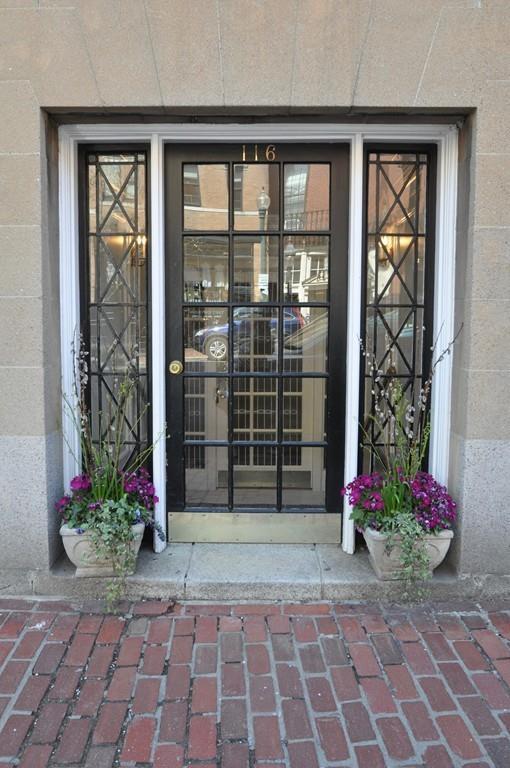 116 Charles St #4, Boston, MA 02114 (MLS #72325085) :: ALANTE Real Estate