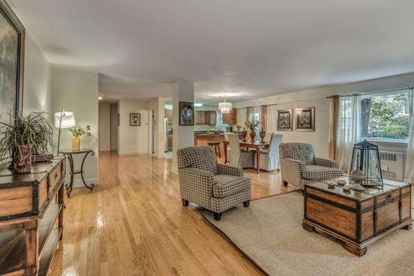 131 Sewall Ave #1, Brookline, MA 02446 (MLS #72356592) :: ALANTE Real Estate