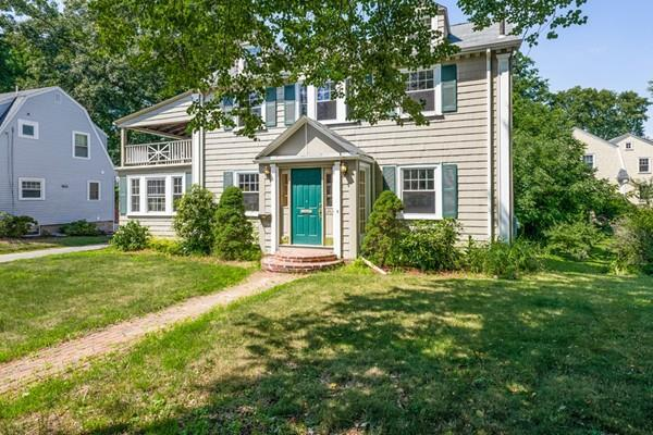 1253 Great Plain Ave, Needham, MA 02492 (MLS #72360780) :: The Gillach Group