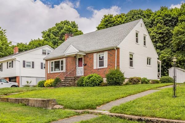 402 Grove St, Melrose, MA 02176 (MLS #72372535) :: EdVantage Home Group