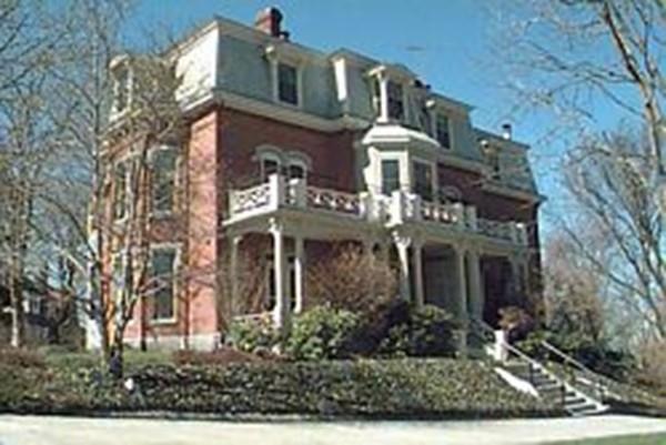 101 Summit Ave E, Brookline, MA 02446 (MLS #72373103) :: Vanguard Realty