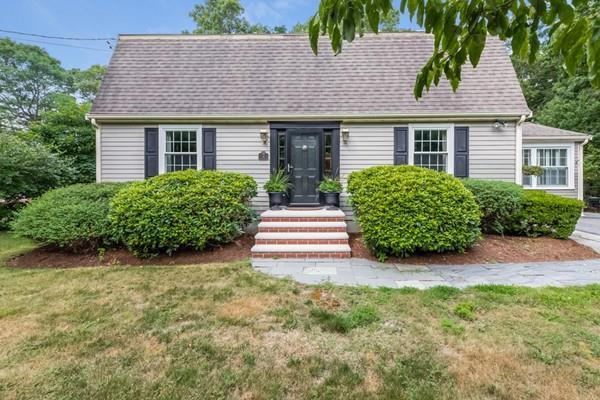 4 Burnside St, Plymouth, MA 02360 (MLS #72374039) :: Apple Country Team of Keller Williams Realty