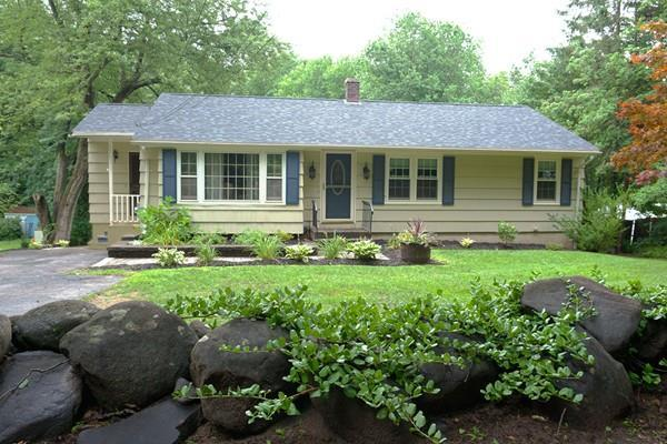 26 Hosmer St, West Boylston, MA 01583 (MLS #72380406) :: Cobblestone Realty LLC