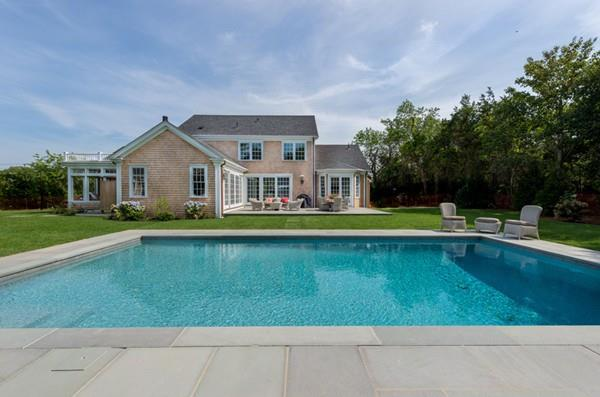 15 South Street, Edgartown, MA 02539 (MLS #72391867) :: Local Property Shop