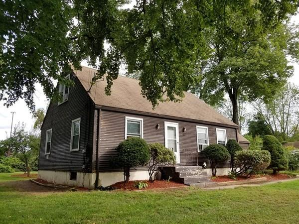 25 Ellison Ave, Agawam, MA 01001 (MLS #72397718) :: NRG Real Estate Services, Inc.
