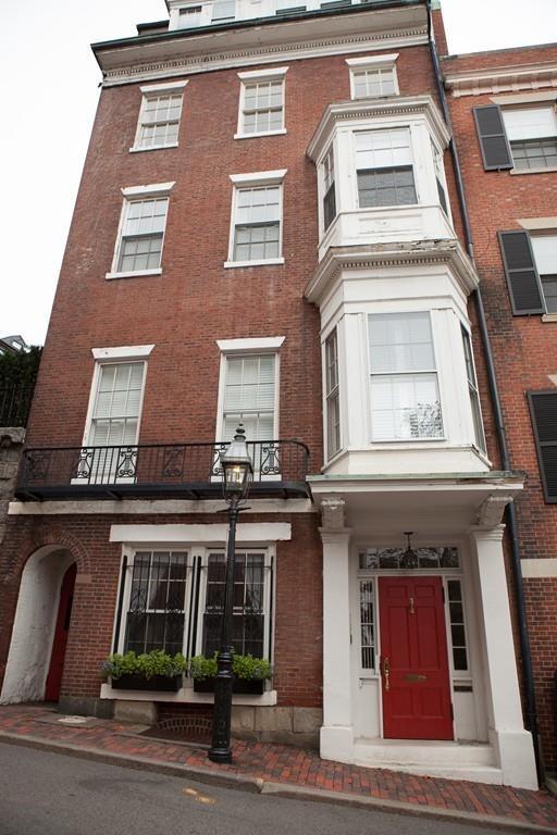 12 Walnut St #4, Boston, MA 02108 (MLS #72398568) :: Goodrich Residential
