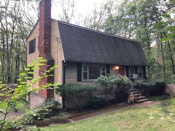 9 Colonial Road, Sutton, MA 01590 (MLS #72400550) :: Commonwealth Standard Realty Co.