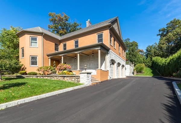 2 Briarwood Lane, Wakefield, MA 01880 (MLS #72412470) :: EdVantage Home Group