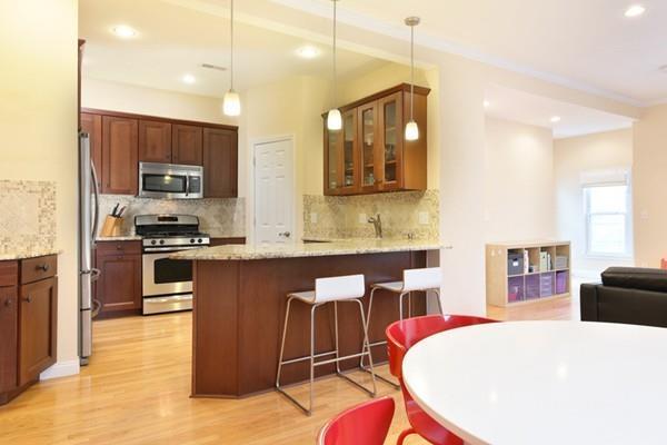 70 Cedar Street #2, Somerville, MA 02143 (MLS #72413785) :: Westcott Properties