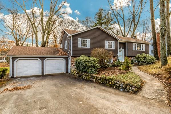 7 Sherwood Road, Reading, MA 01867 (MLS #72427444) :: COSMOPOLITAN Real Estate Inc
