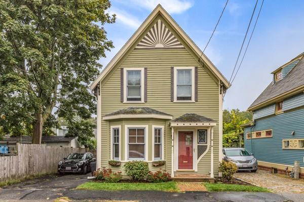 18 Border St #1, Winchester, MA 01890 (MLS #72430405) :: COSMOPOLITAN Real Estate Inc