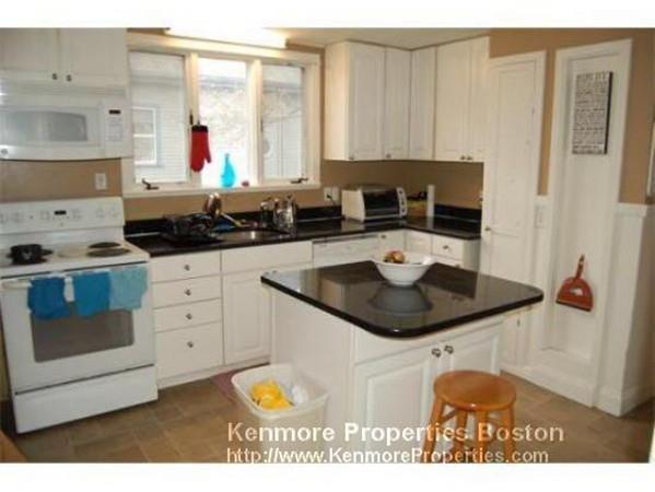 599 Lexington #1, Waltham, MA 02452 (MLS #72431345) :: COSMOPOLITAN Real Estate Inc