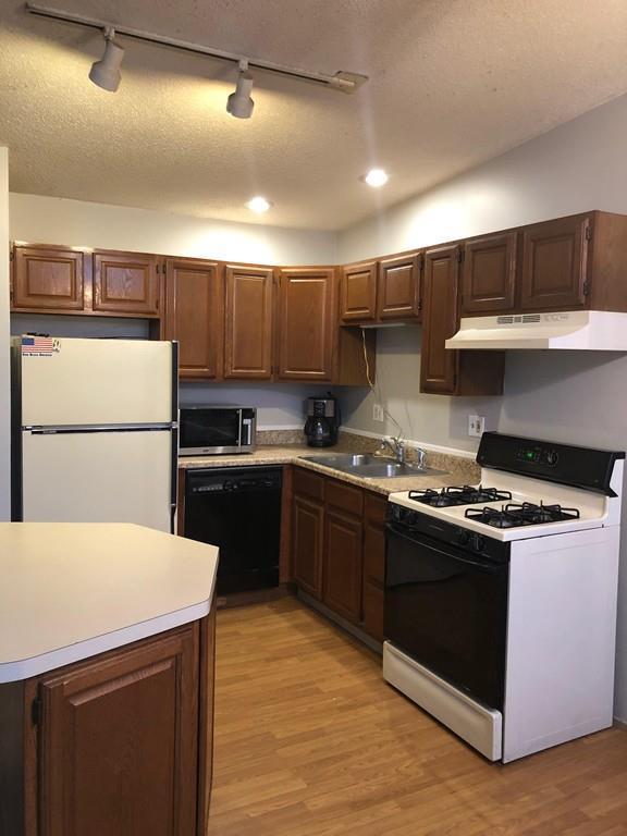 53 Elm St 2nd Floor, Westfield, MA 01085 (MLS #72433034) :: Westcott Properties
