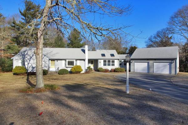 81 Clubhouse Drive, Bourne, MA 02559 (MLS #72469810) :: Welchman Real Estate Group | Keller Williams Luxury International Division