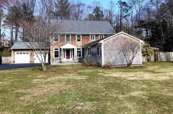 2 Highwood Rd, Manchester, MA 01944 (MLS #72475986) :: Apple Country Team of Keller Williams Realty