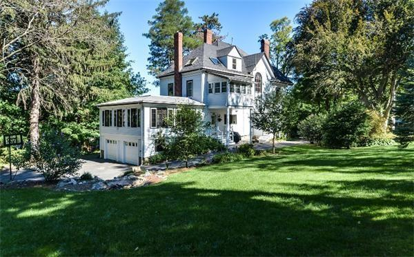 7 Longfellow Rd, Wellesley, MA 02481 (MLS #72481131) :: The Gillach Group