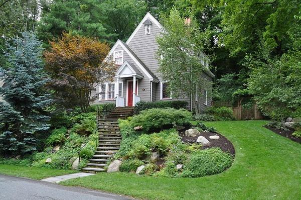 11 Cunningham Road, Wellesley, MA 02481 (MLS #72481523) :: The Gillach Group