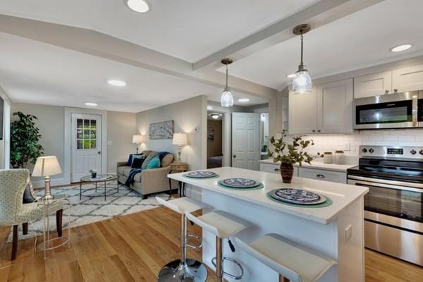 7 Winslow Ave, Medford, MA 02155 (MLS #72492046) :: Welchman Real Estate Group | Keller Williams Luxury International Division
