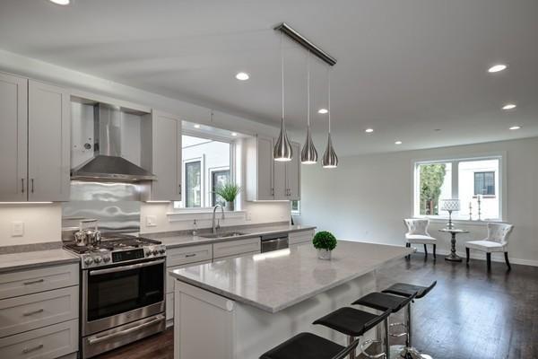166 Hunnewell Street, Needham, MA 02494 (MLS #72492532) :: Welchman Real Estate Group | Keller Williams Luxury International Division
