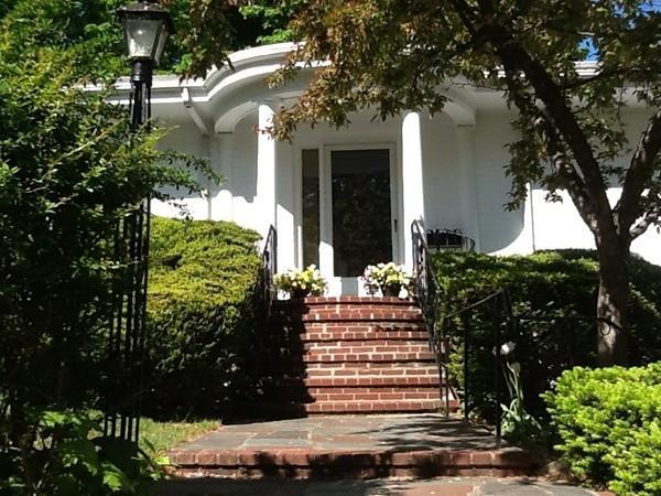 21 Borland Street, Brookline, MA 02446 (MLS #72494434) :: Apple Country Team of Keller Williams Realty