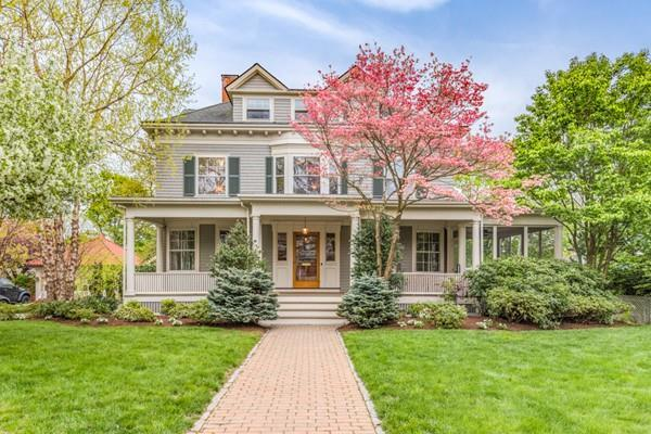 4 Lakeview Road, Winchester, MA 01890 (MLS #72499089) :: Apple Country Team of Keller Williams Realty