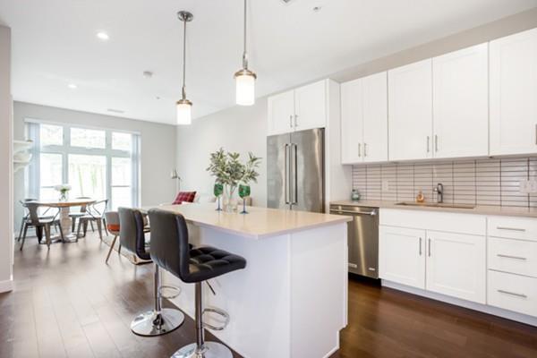 197 Washington St #203, Somerville, MA 02143 (MLS #72500627) :: Welchman Real Estate Group   Keller Williams Luxury International Division