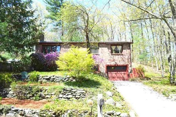 3 Christian Dr, Nashua, NH 03063 (MLS #72500776) :: Apple Country Team of Keller Williams Realty
