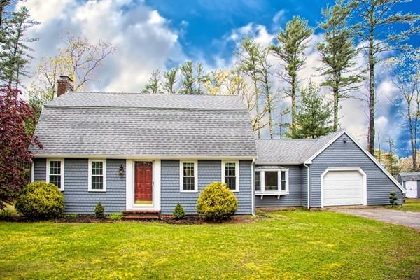 4 Parkview Ter, Duxbury, MA 02332 (MLS #72502011) :: Apple Country Team of Keller Williams Realty