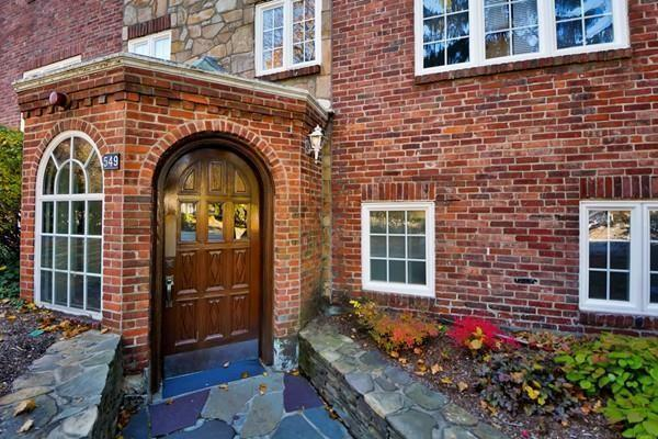 549 Centre St #2, Newton, MA 02458 (MLS #72502922) :: The Muncey Group
