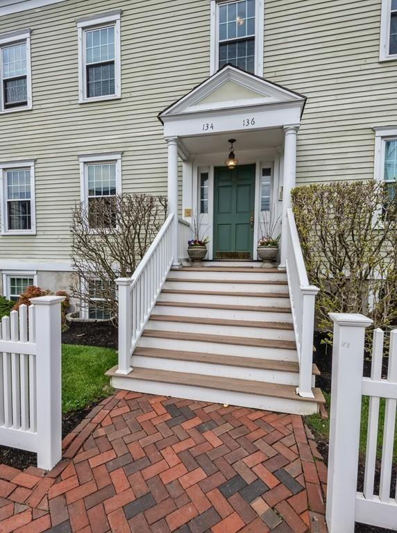 134 High Street #1, Newburyport, MA 01950 (MLS #72502962) :: Apple Country Team of Keller Williams Realty